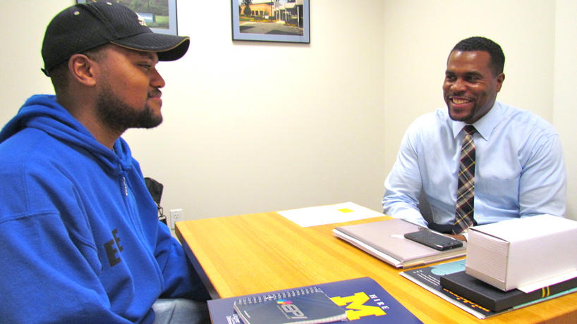 An alum and a student meeting during the 30 Minute Mentoring program