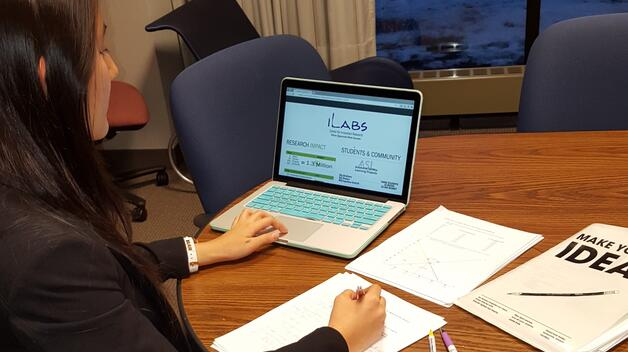 A College of Business student gives a virtual presentation during her iLabs experience.